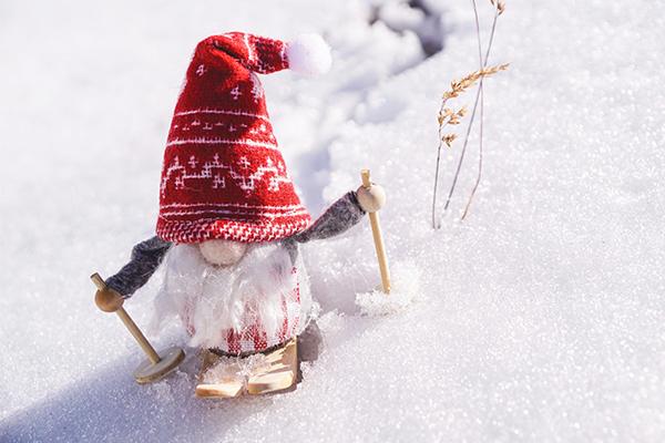 muñeco con gorro de lana